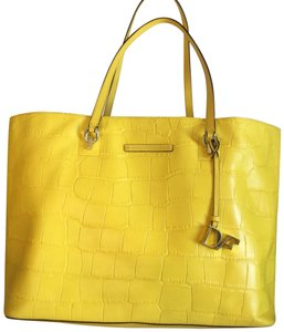 Diane von Furstenberg Tote in yellow