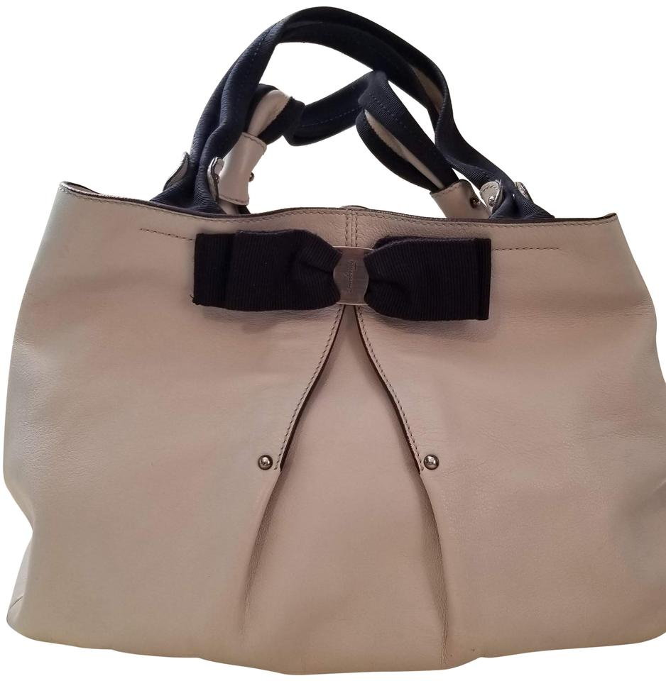 3896b4600e Salvatore Ferragamo Vara Bow Handbag Off-white Leather Hobo Bag 76% off  retail