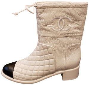 Chanel Cc Crumpled Midcalf White/Black Boots
