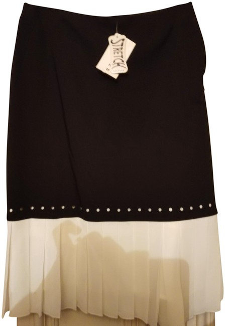 Item - Black White With Pleated Panel Skirt Size 2 (XS, 26)