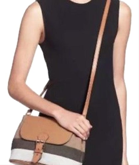 Preload https://img-static.tradesy.com/item/24720193/burberry-small-gowan-grainy-check-saddle-leather-brown-canvas-cross-body-bag-0-2-540-540.jpg