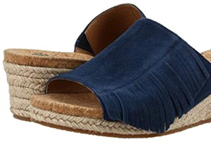 dc8cecc4b19 UGG Australia Sandals - Up to 90% off at Tradesy