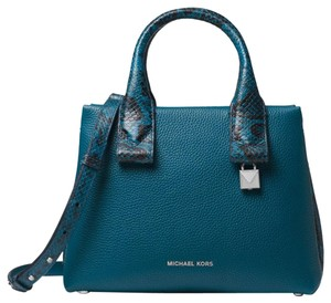 be5385d97347 Blue Michael Kors Bags - Up to 90% off at Tradesy