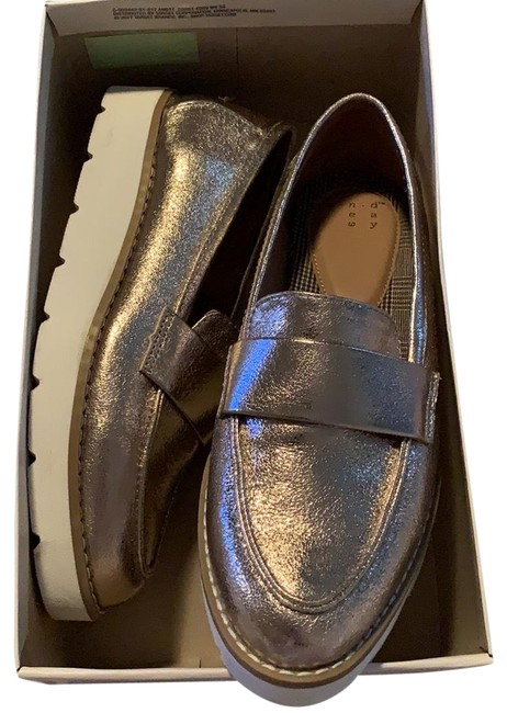 Item - Gold Women's Penny Loafers Flats Size US 5.5 Regular (M, B)
