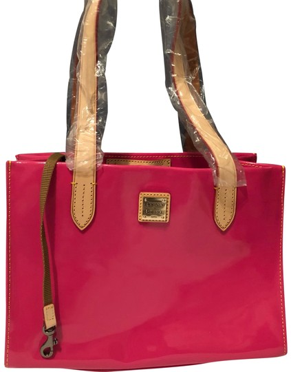 Preload https://img-static.tradesy.com/item/24725220/dooney-and-bourke-double-handled-small-shopper-fuchsia-patent-leather-tote-0-1-540-540.jpg