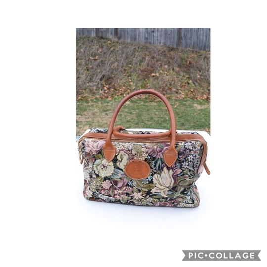 Preload https://img-static.tradesy.com/item/24727941/tapestry-floral-tan-canvas-and-leather-satchel-0-0-540-540.jpg