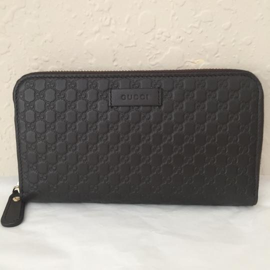 Preload https://item5.tradesy.com/images/gucci-brown-leather-with-zip-wallet-24728094-0-2.jpg?width=440&height=440