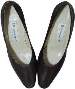 Etienne Aigner Leather Chunky Heeled brown Pumps