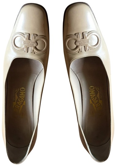 Preload https://img-static.tradesy.com/item/24728246/salvatore-ferragamo-beige-pumps-size-us-8-regular-m-b-0-1-540-540.jpg