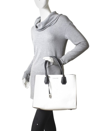 Michael Kors Leather Silver-tone Adult Tote in White Image 1