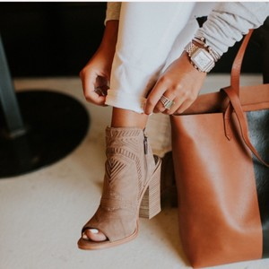 5bbf5ebb8c Vince Camuto Boots & Booties - Up to 90% off at Tradesy
