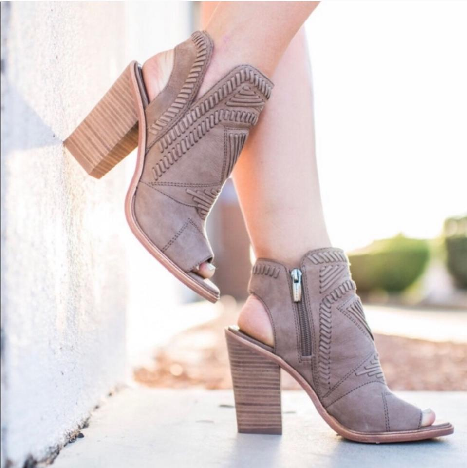 95b237fb09b Vince Camuto Taupe Karinta Boots Booties Size US 10 Regular (M