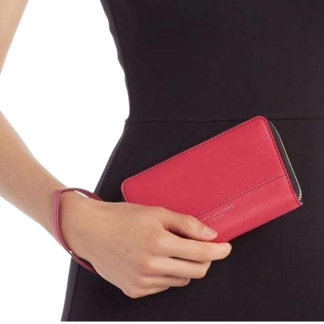 Item - Zip Wristlet/Phone/Cards Red/Gold Leather Wristlet