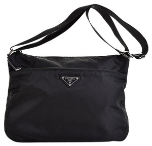 50c78a02efa5 Prada Bags - Up to 90% off at Tradesy