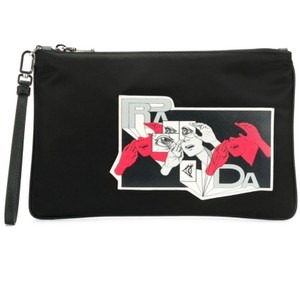 ff85abe62e2097 Prada Clutches on Sale - Up to 70% off at Tradesy