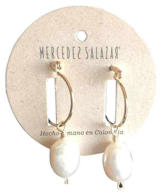 Item - Pearl Drop Earrings