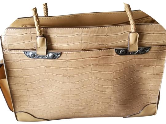 Preload https://img-static.tradesy.com/item/24743109/tan-handbag-comes-with-keyring-and-extra-money-pouches-genuine-leather-shoulder-bag-0-4-540-540.jpg