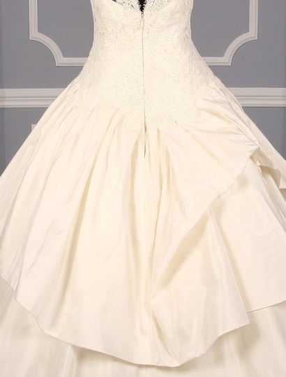 KENNETH POOL Ivory Alencon Lace / Silk Taffeta Ina K514 Formal Wedding Dress Size 8 (M) Image 7