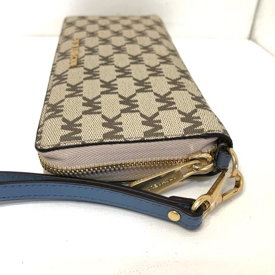Michael Kors Large Canvas Continental Wallet Emry Tote in Natural / Denim Blue Image 10