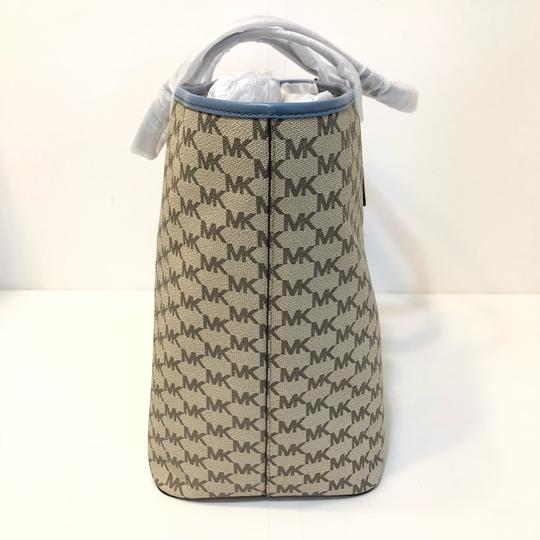 Michael Kors Large Canvas Continental Wallet Emry Tote in Natural / Denim Blue Image 2