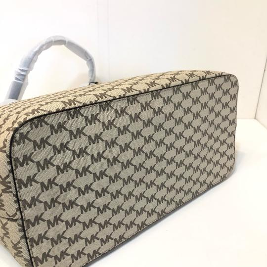 Michael Kors Large Canvas Continental Wallet Emry Tote in Natural / Denim Blue Image 4