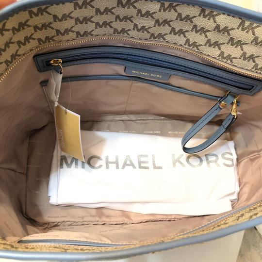 Michael Kors Large Canvas Continental Wallet Emry Tote in Natural / Denim Blue Image 6