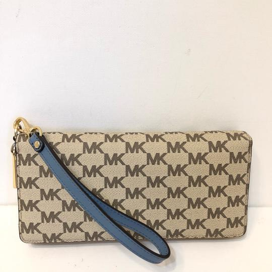 Michael Kors Large Canvas Continental Wallet Emry Tote in Natural / Denim Blue Image 9