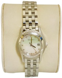 6b9f82d9227 Gucci 0.25ct Gucci 5500L Mother of Pearl Stainless Steel Women s Gucci Watch
