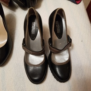 Kenneth Cole Reaction Black Leather Pumps