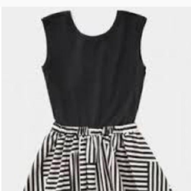 Item - Black and White Short Cocktail Dress Size 6 (S)