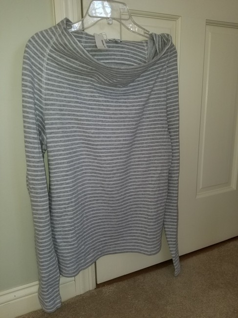 James Perse Gray and White Sweatshirt/Hoodie Size 4 (S) James Perse Gray and White Sweatshirt/Hoodie Size 4 (S) Image 2