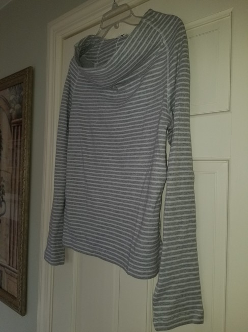 James Perse Gray and White Sweatshirt/Hoodie Size 4 (S) James Perse Gray and White Sweatshirt/Hoodie Size 4 (S) Image 4