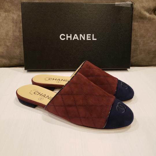 Chanel Quilted Mules Two Tone Suede Cap Toe Burgundy/Navy Flats Image 10