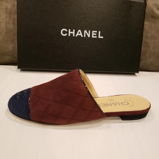 Chanel Quilted Mules Two Tone Suede Cap Toe Burgundy/Navy Flats Image 11