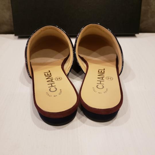 Chanel Quilted Mules Two Tone Suede Cap Toe Burgundy/Navy Flats Image 4