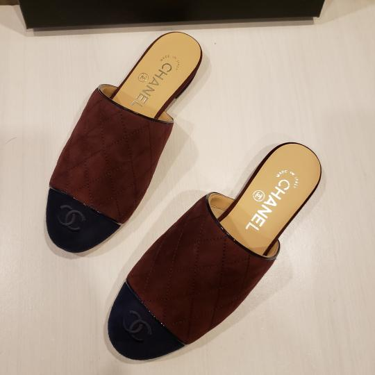 Chanel Quilted Mules Two Tone Suede Cap Toe Burgundy/Navy Flats Image 5