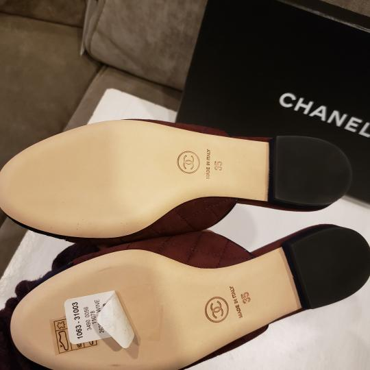 Chanel Quilted Mules Two Tone Suede Cap Toe Burgundy/Navy Flats Image 6