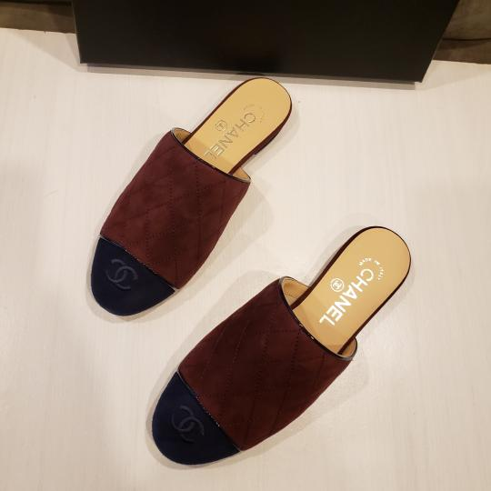 Chanel Quilted Mules Two Tone Suede Cap Toe Burgundy/Navy Flats Image 7