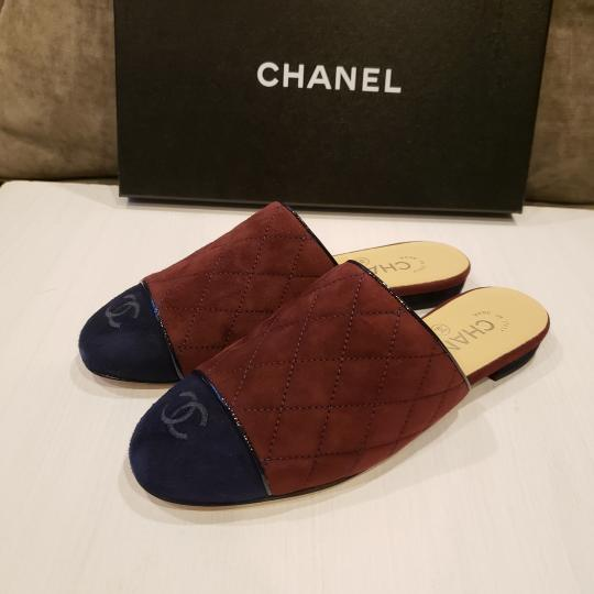 Chanel Quilted Mules Two Tone Suede Cap Toe Burgundy/Navy Flats Image 8