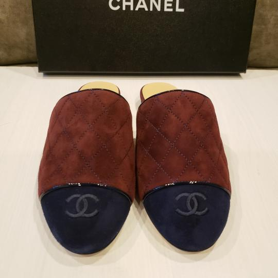 Chanel Quilted Mules Two Tone Suede Cap Toe Burgundy/Navy Flats Image 9