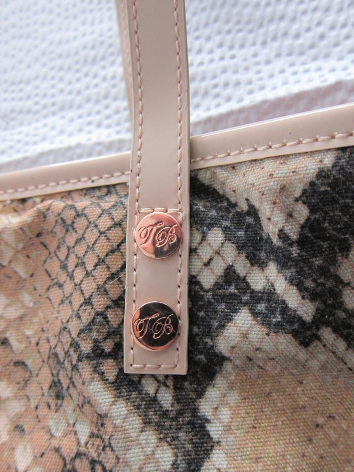 e3a79e06ce1 Ted Baker Gold Accents 95% Cotton Pink Snake Print Pink Patent Trim Tote in  Black. 12345678