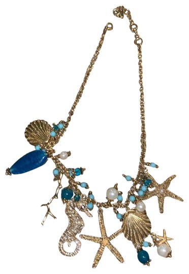 Preload https://img-static.tradesy.com/item/24752355/charming-charlie-turquoise-and-gold-bj-necklace-0-1-540-540.jpg