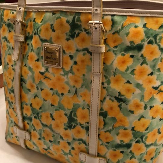Dooney & Bourke Tote in yellow and white Image 7