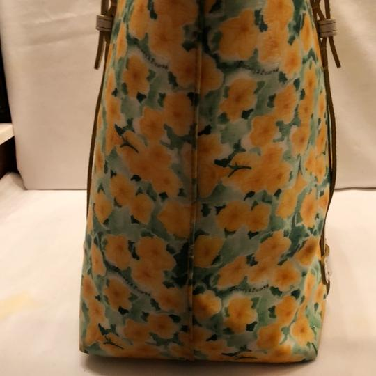 Dooney & Bourke Tote in yellow and white Image 8