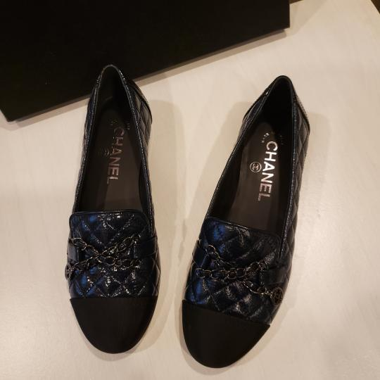 Chanel Loafers Moccasin Chain Deerskin Navy Blue/Black Flats Image 3
