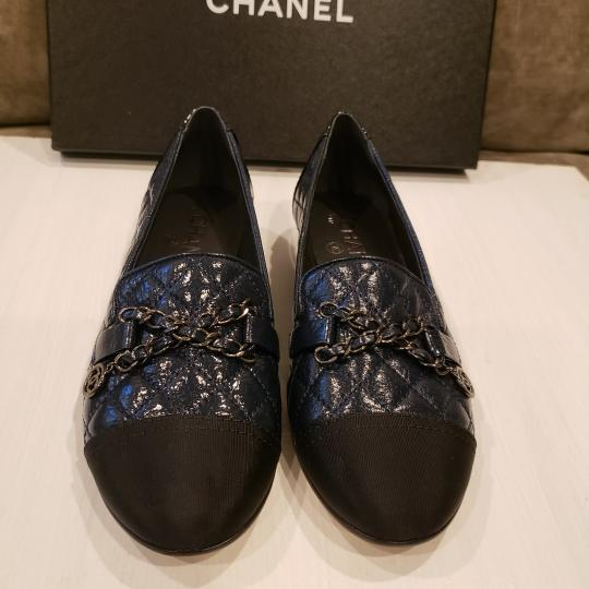 Chanel Loafers Moccasin Chain Deerskin Navy Blue/Black Flats Image 6