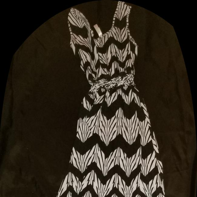 Preload https://img-static.tradesy.com/item/24752846/black-and-white-fit-8-to-long-cocktail-dress-size-12-l-0-0-650-650.jpg