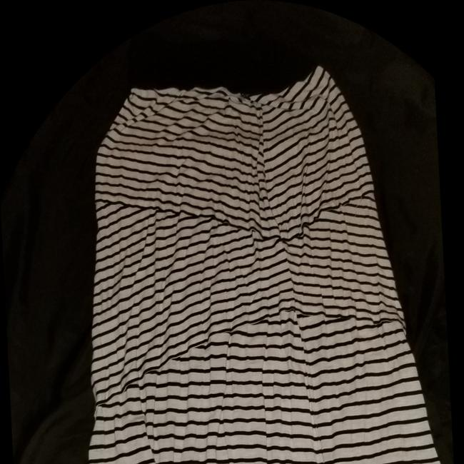 Preload https://img-static.tradesy.com/item/24752877/black-and-white-striped-fits-to-16-skirt-size-14-l-34-0-0-650-650.jpg