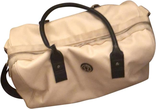 Item - Duffle Om Yoga/Workout White Leather Weekend/Travel Bag