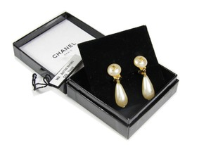 Chanel Chanel Pearl Drop Clip on Earrings in Gold and Pearl